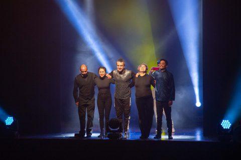 Jorge Alis realiza show a beneficio a teatro lleno